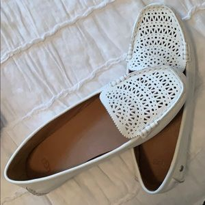 Like NEW UGG White Flats